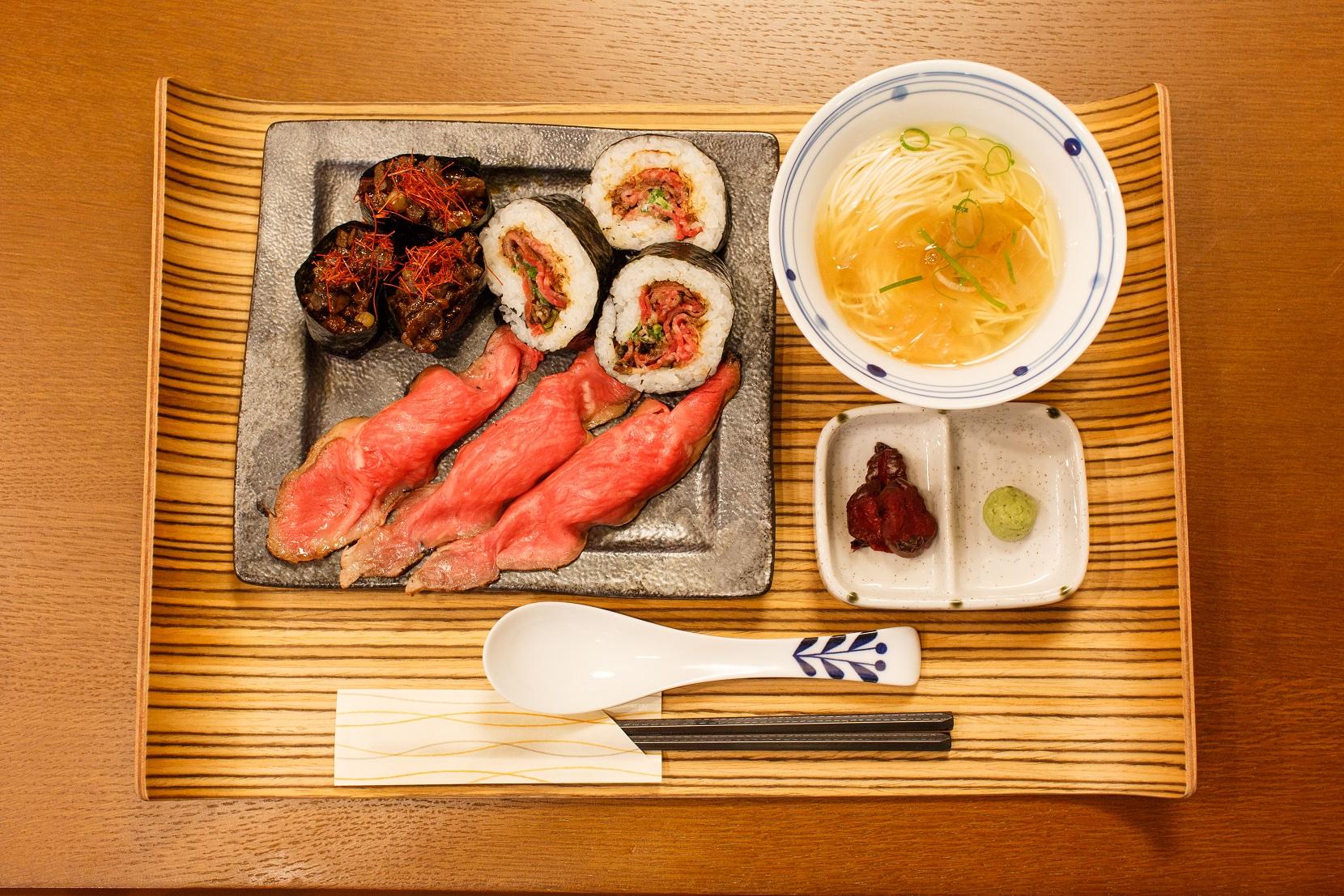 ユニークな肉寿司定食