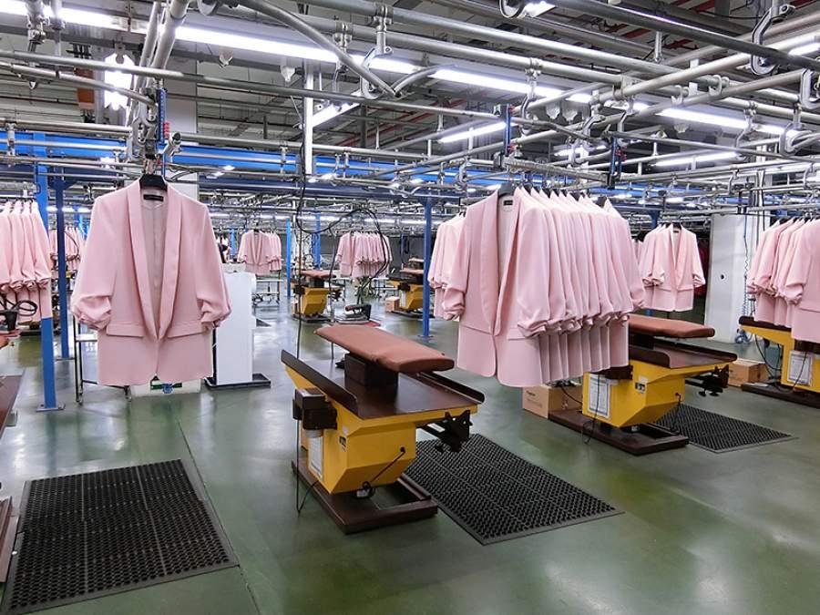 スペイン・アコルーニャにあるインディテックス本社に併設する自社ファクトリー(筆者撮影)