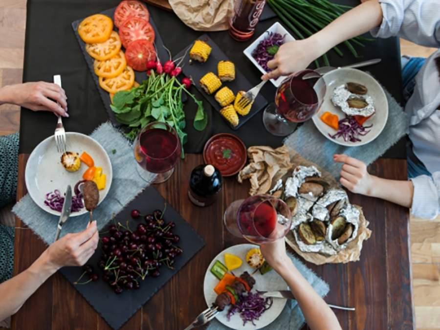 夕食時外食率3月は前年比66% 自治体の自粛要請が行動抑制のきっかけに